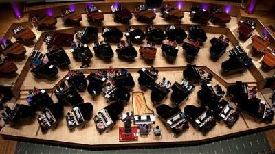 100 de pianisti, 50 piane, concert