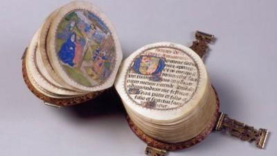 Minuscula carte rotunda