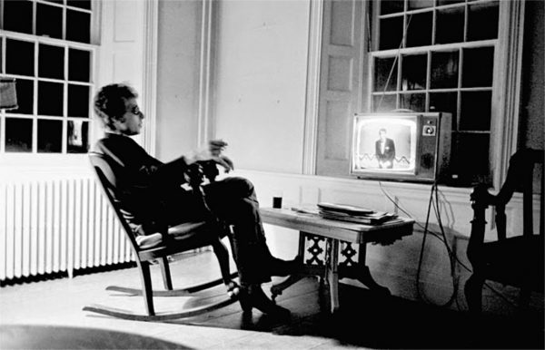 bob-dylan-watching-television-at-his-home-in-woodstock-1964